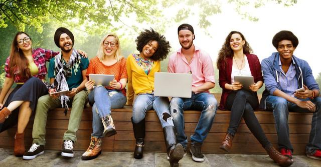 Rời đại học tôi mới nhận ra: Kẻ có tiền đồ nhất chính là người thời đi học biết ra ngoài kiếm tiền hay ít nhất mỗi năm đều cố gắng giành học bổng - Ảnh 1.