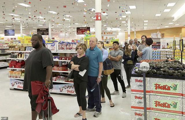 Cuộc bầu cử đậm chất Mỹ: Đến hầm bia, bể bơi, tiệm giặt là cũng trở thành nơi bỏ phiếu - Ảnh 5.