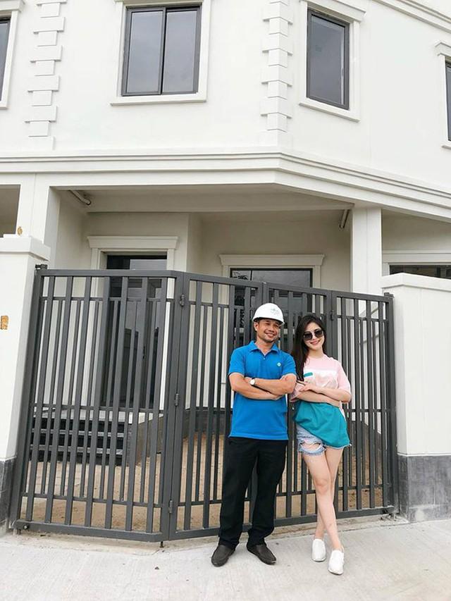 """Khối tài sản """"không phải dạng vừa"""" của loạt sao Việt dưới 25 tuổi: Nhà lầu hạng sang, xế hộp khủng và vô số hàng hiệu - Ảnh 7."""