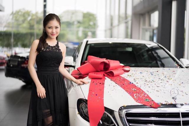 """Khối tài sản """"không phải dạng vừa"""" của loạt sao Việt dưới 25 tuổi: Nhà lầu hạng sang, xế hộp khủng và vô số hàng hiệu - Ảnh 10."""