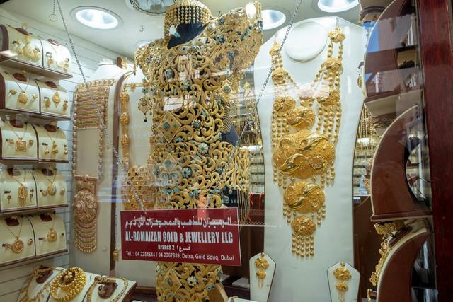 Khu chợ không có gì ngoài điều kiện ở Dubai: Trưng bày chiếc nhẫn vàng lớn nhất thế giới nặng 64kg trị giá 3 triệu USD để du khách tha hồ selfie - Ảnh 6.