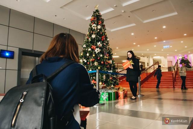 Xịn như Kinh tế Quốc dân: Dựng không gian checkin Noel sang như khách sạn bên trong toà nhà thế kỷ 96.000 m2 với 17 thang máy! - Ảnh 15.