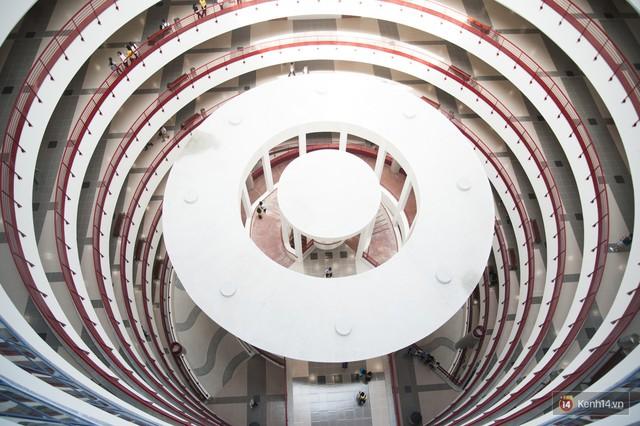 Xịn như Kinh tế Quốc dân: Dựng không gian checkin Noel sang như khách sạn bên trong toà nhà thế kỷ 96.000 m2 với 17 thang máy! - Ảnh 4.