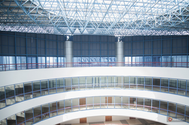 Xịn như Kinh tế Quốc dân: Dựng không gian checkin Noel sang như khách sạn bên trong toà nhà thế kỷ 96.000 m2 với 17 thang máy! - Ảnh 5.