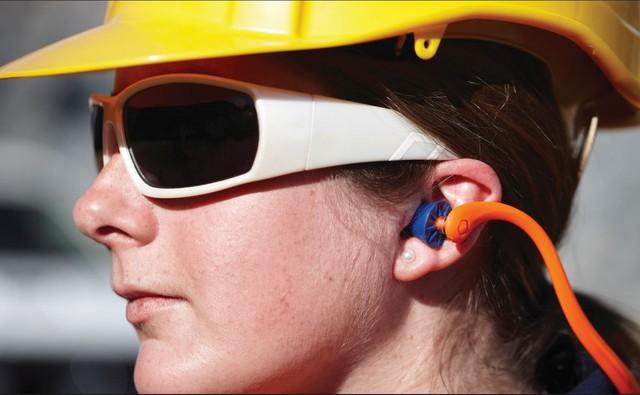 Cổ vũ bóng đá an toàn trên sân: Nhớ trang bị thứ này nếu không muốn tổn hại thính giác vĩnh viễn - Ảnh 5.