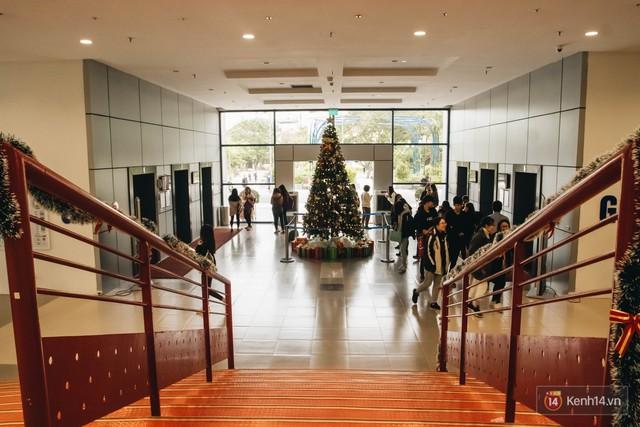 Xịn như Kinh tế Quốc dân: Dựng không gian checkin Noel sang như khách sạn bên trong toà nhà thế kỷ 96.000 m2 với 17 thang máy! - Ảnh 7.