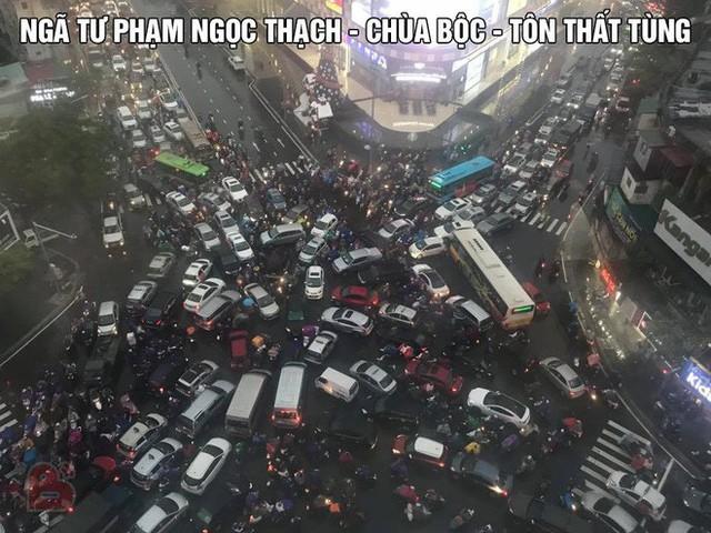 Chen chúc và bất lực trong mưa rét tê tái, người Hà Nội về được nhà cũng là một kì tích - Ảnh 5.