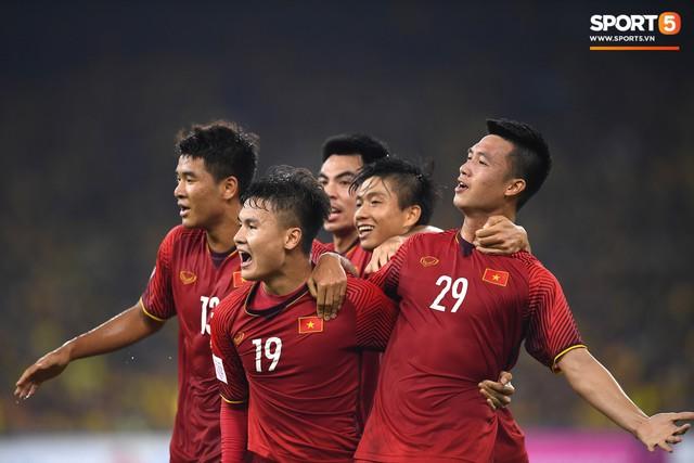 Tuyển Việt Nam vô địch AFF Cup sau chiến thắng chung cuộc 3-2 trước Malaysia - Ảnh 1.