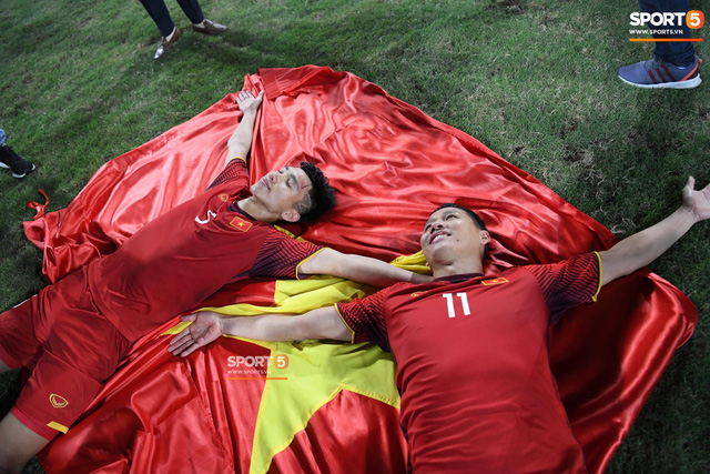 Đội tuyển Việt Nam có phải là thương hiệu biểu tượng văn hoá? - Ảnh 2.