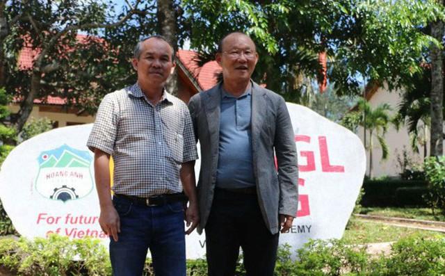 Chưa vội về Hàn Quốc, HLV Park Hang-seo bay vào Quảng Nam thăm bầu Đức - Ảnh 1.