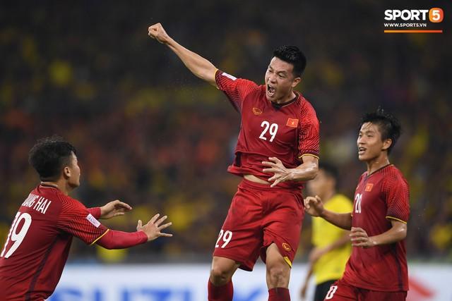 AFF Cup 2018 đã kết thúc, Việt Nam đã chiến thắng, và 10 khoảnh khắc đẹp nhất sẽ mãi lưu trong lòng người Việt - Ảnh 2.