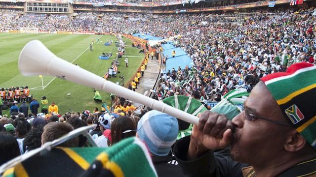 Chiến dịch nói không với kèn vuvuzela: Đại diện LĐBĐ Việt Nam tiết lộ lý do chưa nghĩ đến việc cấm món đồ tạo ra thứ âm thanh nhức óc này - Ảnh 1.