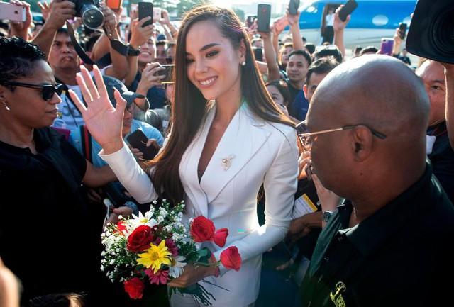 Vừa đăng quang, Hoa hậu Hoàn vũ 2018 đã được đại gia Philippines đón về nước bằng phi cơ riêng với dịch vụ siêu sang - Ảnh 4.