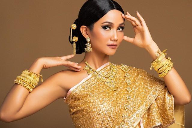 Hoa hậu hoàn vũ 2018 Catriona Gray và câu chuyện đại diện châu Á không đủ thuần…Á - Ảnh 1.
