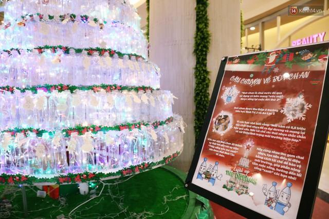 Những điều ước giản đơn trên cây thông Noel làm bằng vỏ chai nhựa ở Sài Gòn: Con ước ba mẹ sẽ không cãi nhau nữa... - Ảnh 15.