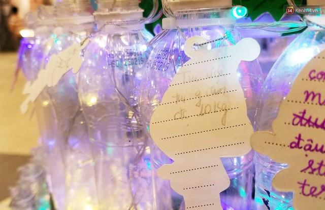 Những điều ước giản đơn trên cây thông Noel làm bằng vỏ chai nhựa ở Sài Gòn: Con ước ba mẹ sẽ không cãi nhau nữa... - Ảnh 5.
