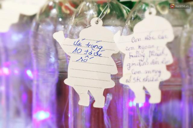 Những điều ước giản đơn trên cây thông Noel làm bằng vỏ chai nhựa ở Sài Gòn: Con ước ba mẹ sẽ không cãi nhau nữa... - Ảnh 6.