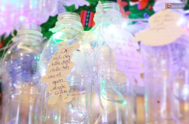 Những điều ước giản đơn trên cây thông Noel làm bằng vỏ chai nhựa ở Sài Gòn: Con ước ba mẹ sẽ không cãi nhau nữa... - Ảnh 7.