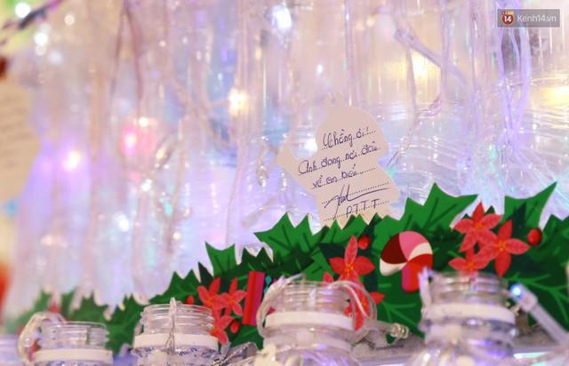Những điều ước giản đơn trên cây thông Noel làm bằng vỏ chai nhựa ở Sài Gòn: Con ước ba mẹ sẽ không cãi nhau nữa... - Ảnh 8.