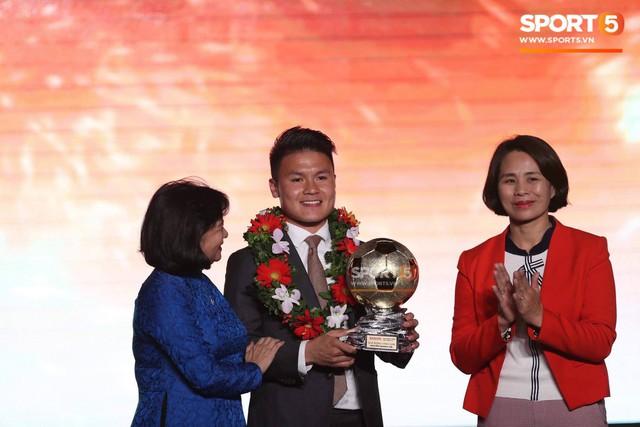 CHÍNH THỨC: Quang Hải giành quả bóng vàng Việt Nam 2018 ở tuổi 21 - Ảnh 1.