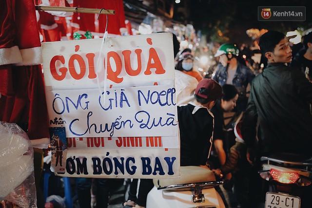 Tranh thủ cuối tuần, người Sài Gòn và Hà Nội ùn ùn đổ lên trung tâm để vui chơi trước thềm Giáng sinh - Ảnh 13.
