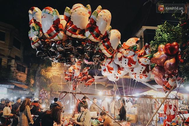 Tranh thủ cuối tuần, người Sài Gòn và Hà Nội ùn ùn đổ lên trung tâm để vui chơi trước thềm Giáng sinh - Ảnh 17.