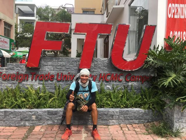 Gặp chàng sinh viên ngoại thương đi bộ từ FTU Hà Nội đến FTU TP.HCM: Mình dùng hết 9 lọ dầu gió suốt hành trình 62 ngày - Ảnh 18.