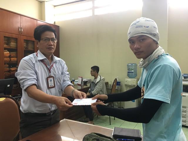 Gặp chàng sinh viên ngoại thương đi bộ từ FTU Hà Nội đến FTU TP.HCM: Mình dùng hết 9 lọ dầu gió suốt hành trình 62 ngày - Ảnh 19.