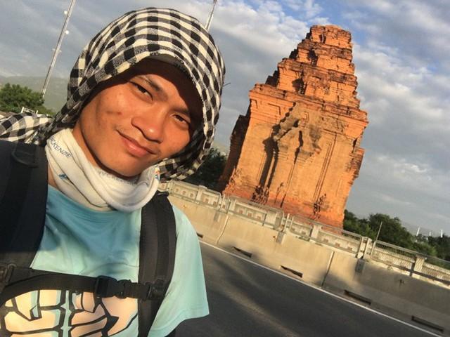 Gặp chàng sinh viên ngoại thương đi bộ từ FTU Hà Nội đến FTU TP.HCM: Mình dùng hết 9 lọ dầu gió suốt hành trình 62 ngày - Ảnh 4.