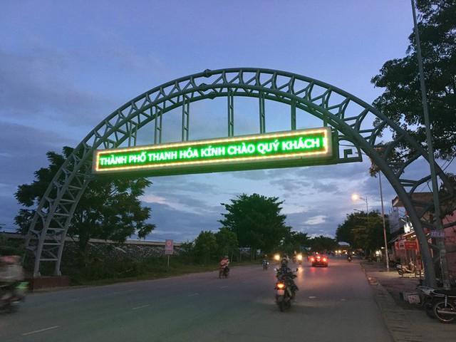 Gặp chàng sinh viên ngoại thương đi bộ từ FTU Hà Nội đến FTU TP.HCM: Mình dùng hết 9 lọ dầu gió suốt hành trình 62 ngày - Ảnh 9.