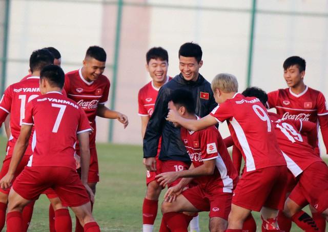 Công Phượng cùng đồng đội cười tươi hết cỡ trong buổi tập đầu trên đất Qatar - Ảnh 4.