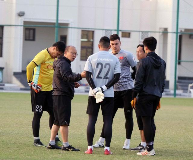 Công Phượng cùng đồng đội cười tươi hết cỡ trong buổi tập đầu trên đất Qatar - Ảnh 9.