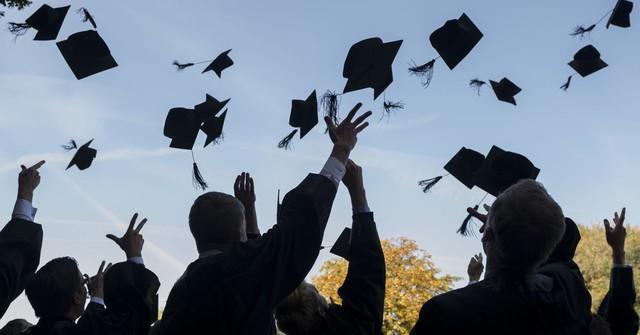 CEO startup tỷ đô đầu tiên ở Hồng Kông: Hầu hết sinh viên tốt nghiệp trường kinh doanh đều mắc phải sai lầm này, hãy nhận ra trước khi quá muộn - Ảnh 2.