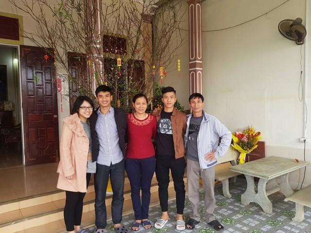 Mẹ Phan Văn Đức: Con đi đá bóng 10 năm, lương chỉ đủ mua kem đánh răng - Ảnh 2.