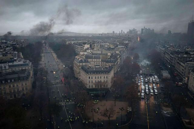 Nguyên nhân chính khiến Paris chìm trong bạo loạn: Tổng thống trẻ tuổi Emanuel Macron? - Ảnh 1.