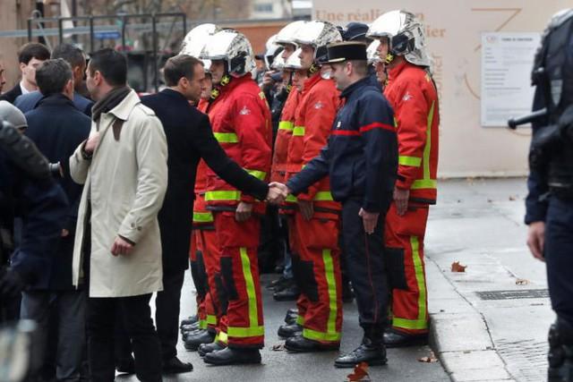 Khải Hoàn Môn huyền thoại chìm trong khói lửa và đổ vỡ sau cuộc biểu tình lớn nhất thập kỷ ở Paris - Ảnh 20.