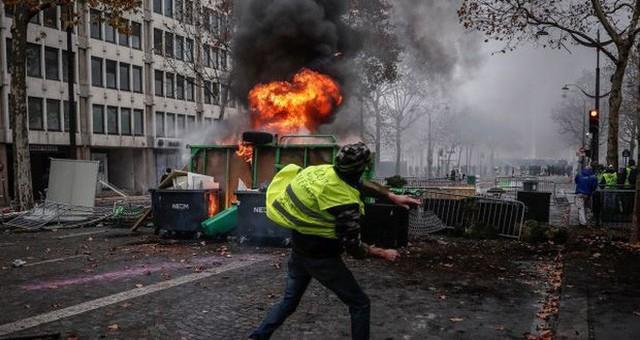 Khải Hoàn Môn huyền thoại chìm trong khói lửa và đổ vỡ sau cuộc biểu tình lớn nhất thập kỷ ở Paris - Ảnh 25.