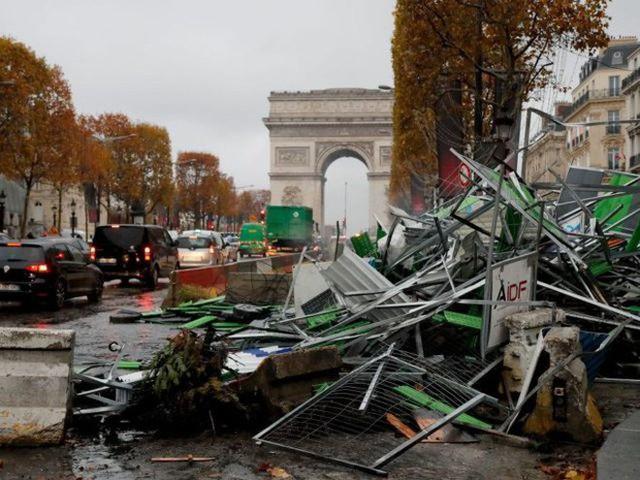 Khải Hoàn Môn huyền thoại chìm trong khói lửa và đổ vỡ sau cuộc biểu tình lớn nhất thập kỷ ở Paris - Ảnh 29.