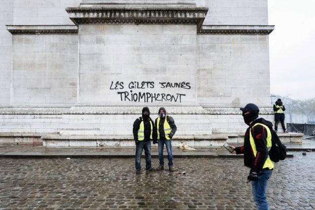 Khải Hoàn Môn huyền thoại chìm trong khói lửa và đổ vỡ sau cuộc biểu tình lớn nhất thập kỷ ở Paris - Ảnh 6.
