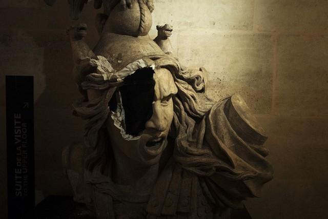 Khải Hoàn Môn huyền thoại chìm trong khói lửa và đổ vỡ sau cuộc biểu tình lớn nhất thập kỷ ở Paris - Ảnh 9.