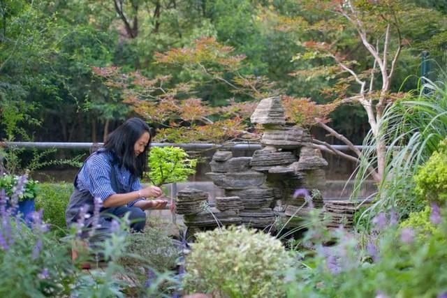 Tất bật nhiều năm tuổi trẻ, người phụ nữ tuổi 40 dành dụm tiền mua căn nhà vườn xinh xắn sống cuộc đời an yên - Ảnh 10.