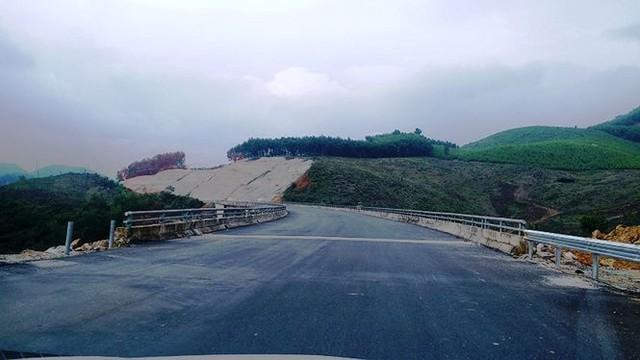 Nhìn gần cao tốc La Sơn - Túy Loan sắp hoàn thiện - Ảnh 1.