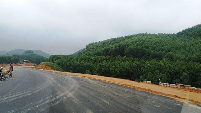 Nhìn gần cao tốc La Sơn - Túy Loan sắp hoàn thiện - Ảnh 2.