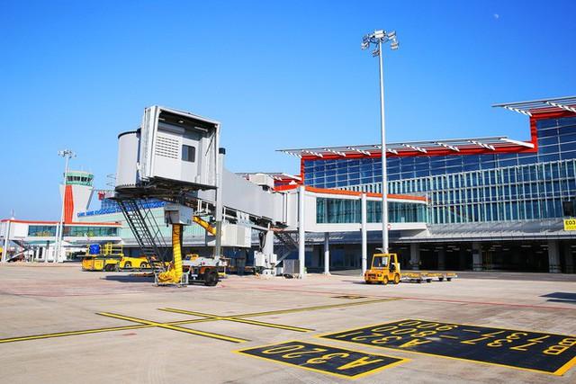 Máy bay chở Thủ tướng đáp xuống sân bay Vân Đồn - Ảnh 11.