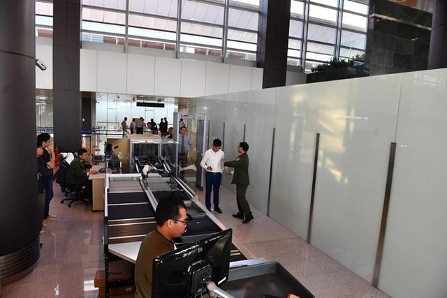 Máy bay chở Thủ tướng đáp xuống sân bay Vân Đồn - Ảnh 17.