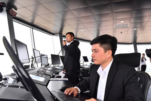 Máy bay chở Thủ tướng đáp xuống sân bay Vân Đồn - Ảnh 18.