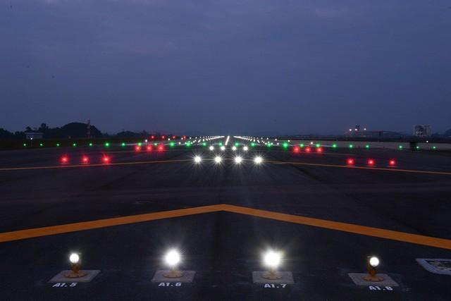 Máy bay chở Thủ tướng đáp xuống sân bay Vân Đồn - Ảnh 19.