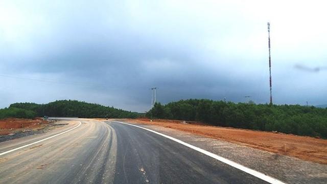 Nhìn gần cao tốc La Sơn - Túy Loan sắp hoàn thiện - Ảnh 3.