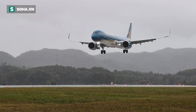Máy bay chở Thủ tướng đáp xuống sân bay Vân Đồn - Ảnh 4.