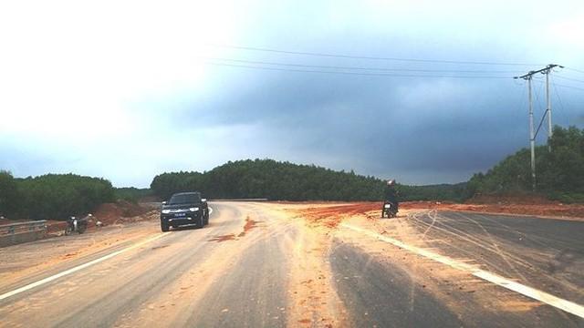 Nhìn gần cao tốc La Sơn - Túy Loan sắp hoàn thiện - Ảnh 4.